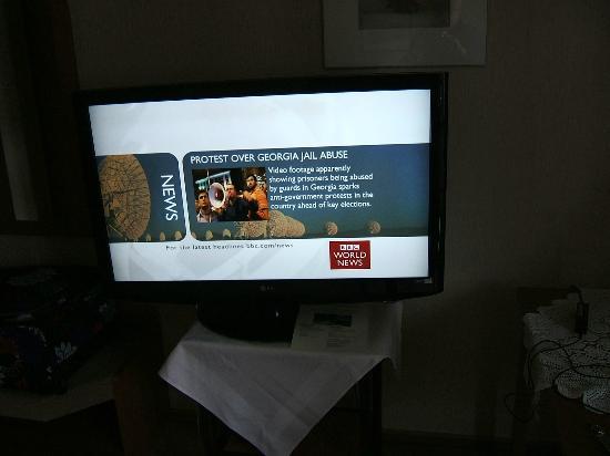 Hotel Restaurant Lindenhof: The HUGE TV