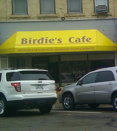 Birdie's Cafe - bright yellow canopy was a good sign