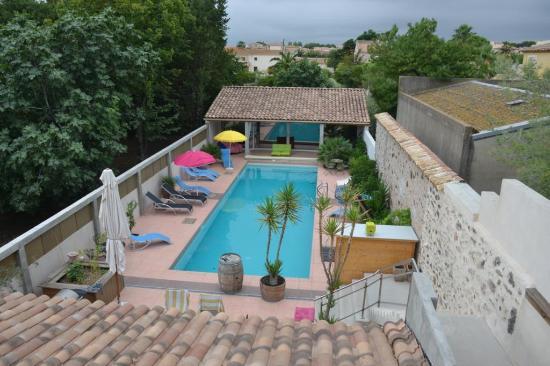 Petit Hotel Marseillan: Blick auf den Pool von der Terrasse