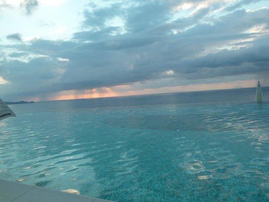 Hotel Avalon Sikanì: Dalla piscina