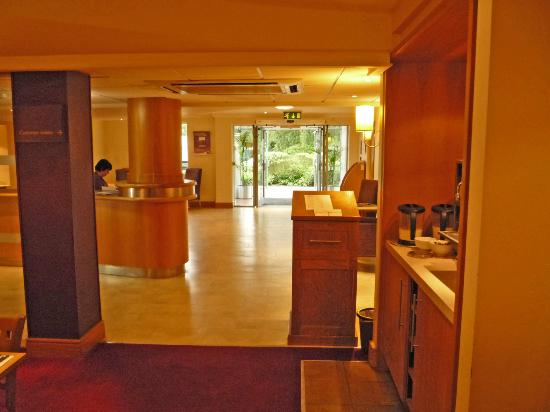 Premier Inn Ipswich (Chantry Park) Hotel: Reception area(Looking towards front entrance)