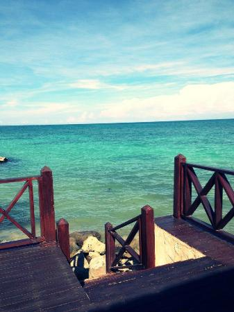 Sanctuary Cap Cana by Playa Hotels & Resorts: Stairway to the ocean from our room