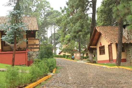 Villas Mazamitla: Calle Empedrada y Cabañas