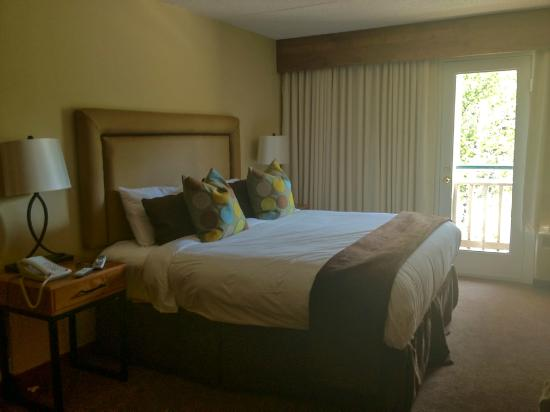 The Inn at Aspen: nice comfortable bed