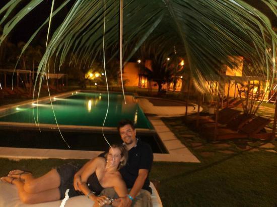 Resort La Torre: Na piscina, enfrente os apartamentos