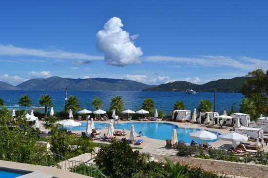 Ionian Emerald Resort: Pool & beach