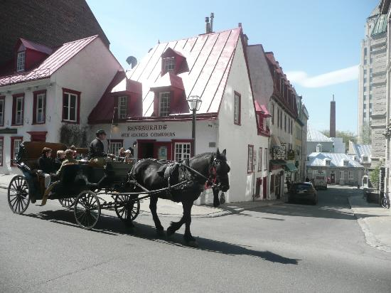 Japanese Guided Quebec City Sightseeing Tours on Foot - Quebec Guide Service : The oldest house in Quebec City - now a restaurant.