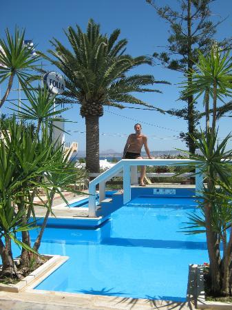 Folia Apartments: piscina