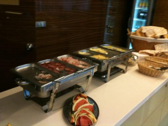 Hotel Ehrlich: the breakfast choices, wow so much, not!