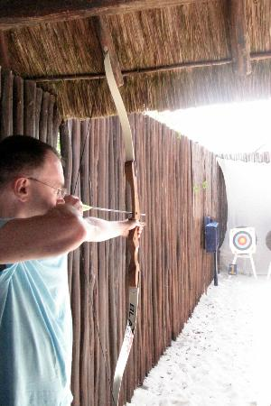 Iberostar Paraiso Lindo: archery on the beach