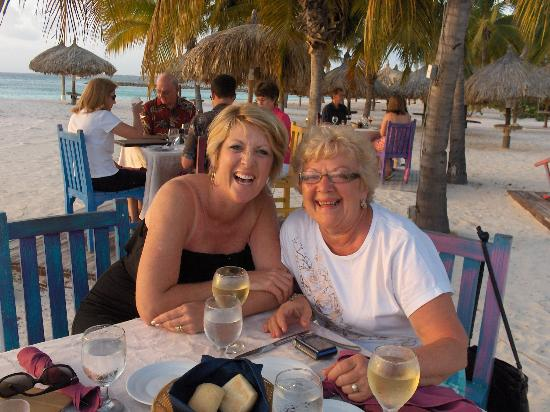 Sunset Beach Bistro: Diner right on the beach!