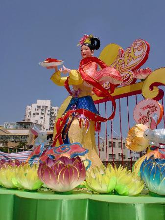 Tour around the island of Macau: the same