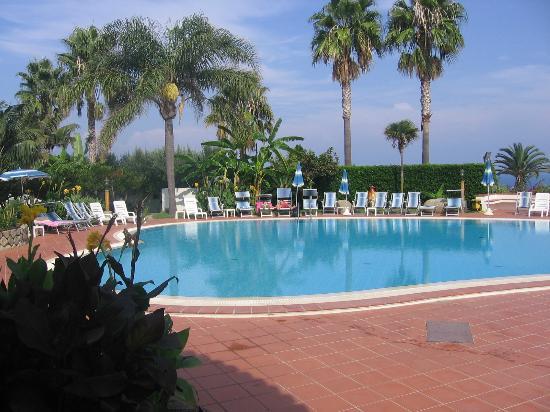 Hotel Residence Costa Azzurra: poollandschaft