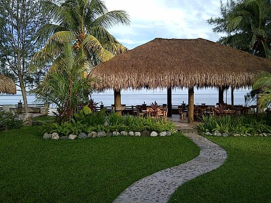 Paraiso Rainforest and Beach Hotel: palapa del comedor
