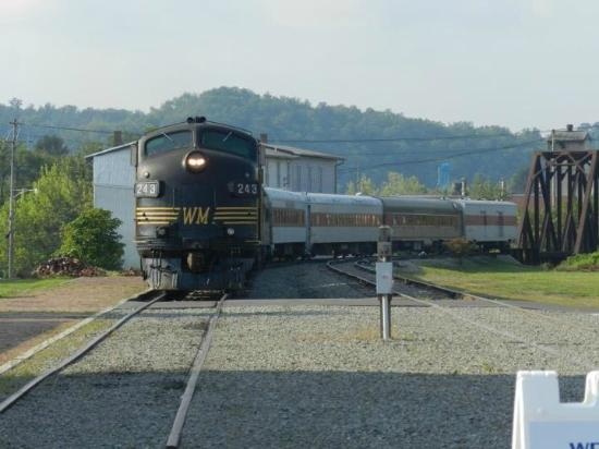 Durbin and Greenbrier Valley Railroad : The train coming into the depot!