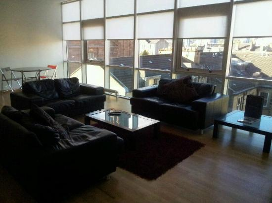 Glasgow Loft Apartments: Living Room