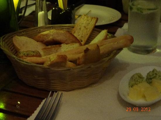 Mediterraneo Ristorante: stick bread