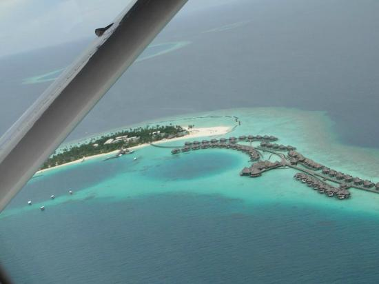 Constance Halaveli: The view of the Resort...by air