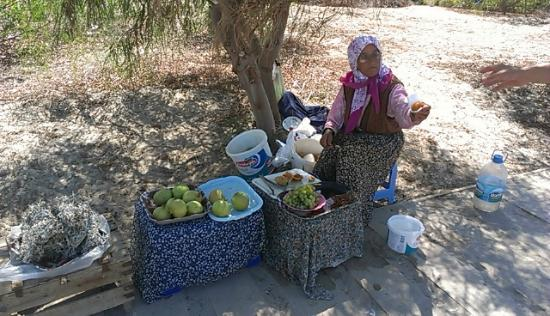 Patara Beach: Lady selling fruit on the bath leading to the beach