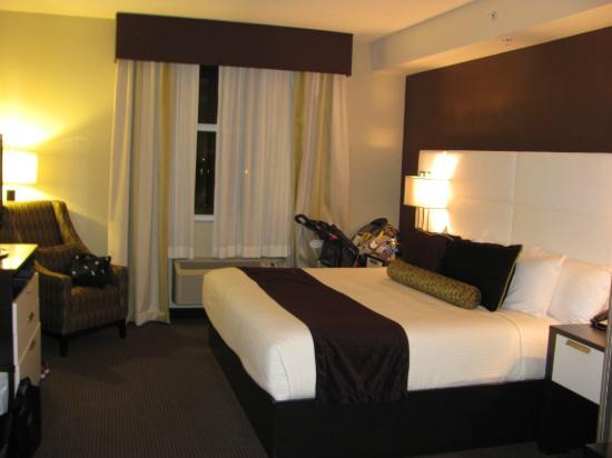 Best Western Premier Miami International Airport Hotel & Suites: Cama grande e super confortável!