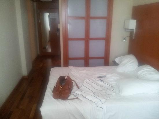 Hotel H2 Granada: Habitación
