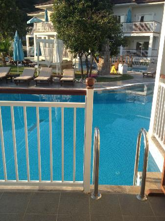 Mozaik Boutique Hotel Rooms & Apartments: View from the Swim Up Hotel Room