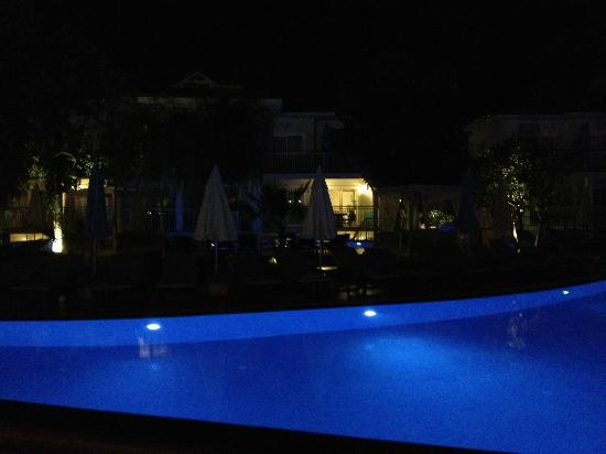 Mozaik Boutique Hotel Rooms & Apartments: Pool at night