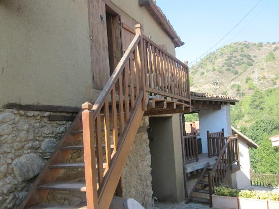Maritsa Lodge Kakopetria: stairs up to our room