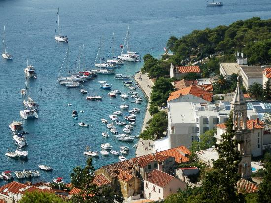 Adriana, hvar spa hotel: View over hotel/harbour from castle above