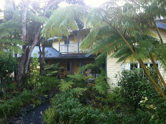 Kilauea Lodge: Exterior of the Hale Aloha building