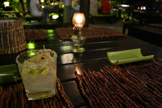 "โรงแรมมายา เกาะลันตา: Lemongrass Margarita im ""Time for Lime"" am Ende der Bucht des Hotels"