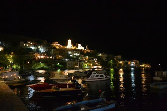 Hotel Nireus: uitzicht bij het slapengaan