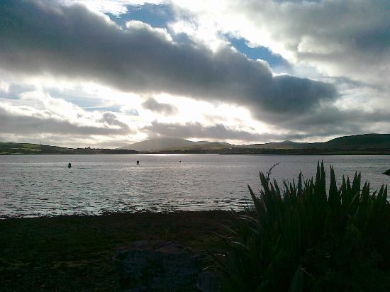 Dingle Skellig Hotel: View from side of hotel grounds