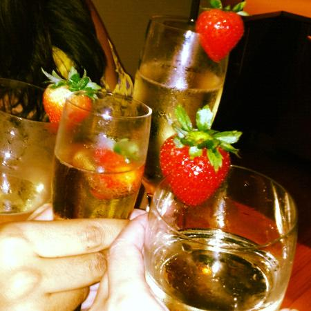 W Fort Lauderdale: DRINKS AND STRAWBERRIES COURTESY OF THE W!