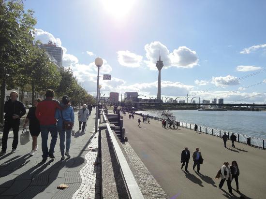 Rheinuferpromenade : The promenade 2