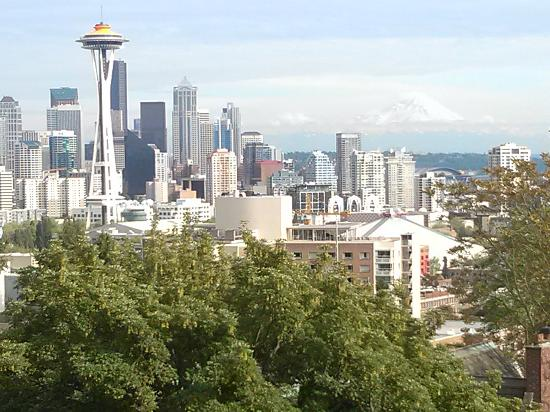 Hampton Inn & Suites Seattle Downtown: City bus takes you to within block of Kerry Park. Great view!