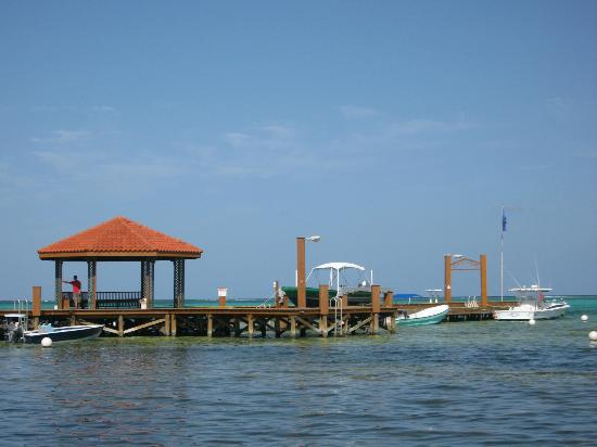 Grand Caribe Belize Resort and Condominiums: gorgeous long pier at the property
