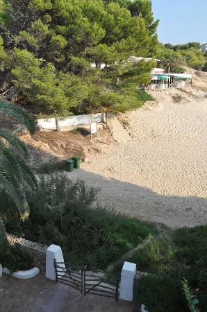 Apartamentos Jardin Playa: entrada al edificio desde la playa