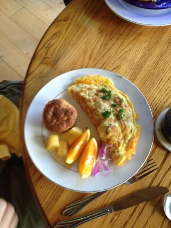 Volcano Inn Cottages : breakfast