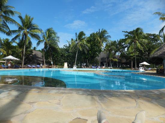 Sandies Coconut Village: daytime pool area