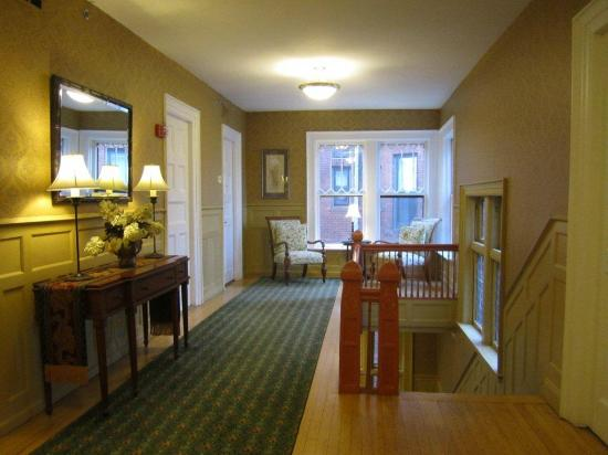 Inn on Ferry Street: Pungs House 2nd floor hall