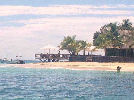 Castaway Island Fiji: View of beach & dining area from boat