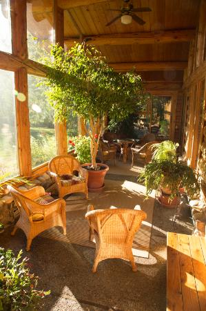 Wildflower Inn: The tiled solarium