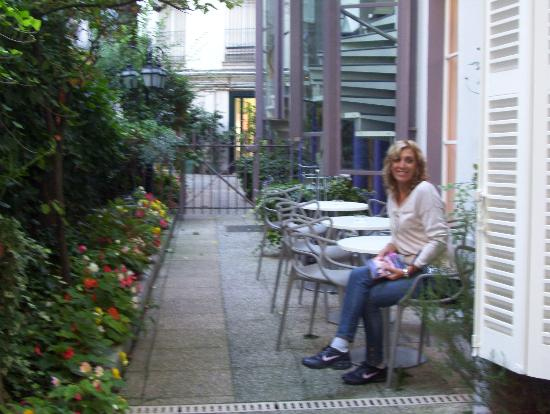 Hameau De Passy: Patio del hotel, lugar de descanso, desayuno opcional, otros