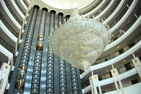 Delphin Palace Hotel: elevators area