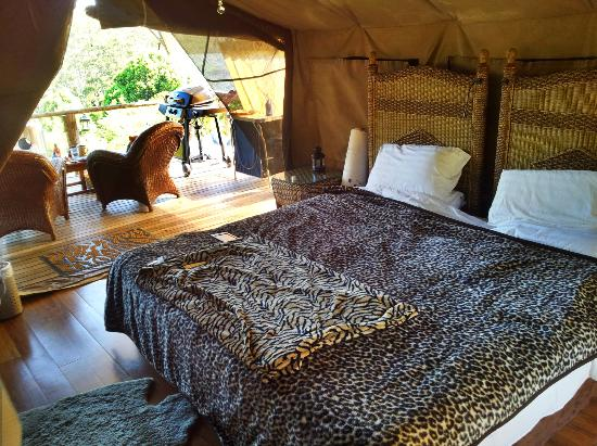 Silk Pavilions: King-sized bed and back deck
