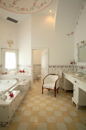 El Colibri - Estancia de Charme: Oversized Bathrooms
