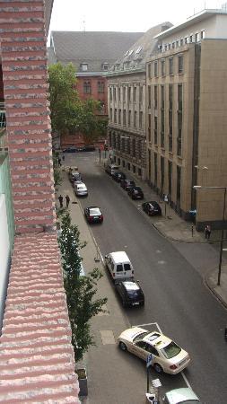 Residenz Am Dom Serviced Apartments : Calle desde el balcón de la habitación