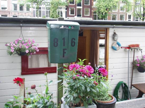 The Prinsen Boat: 816F Mailbox and front door