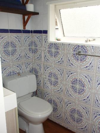 The Prinsen Boat: Bathroom